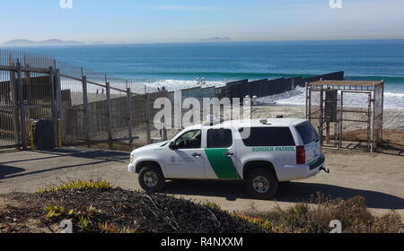 San Diego, California, USA. 27th November, 2018. Recent clashes between members of the Central American migrant caravan and US border patrol have led to tension and increased border patrol presence along the US-Mexican border in San Diego. Credit: Simone Hogan/Alamy Live News - Stock Photo