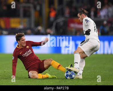 Rome, Italy. 27th Nov, 2018. As Roma's Nicolo Zaniolo (L) vies with Real Madrid's Gareth Bale during a group G match of UEFA Champions League between Roma and Real Madrid, in Rome, Italy, Nov. 27, 2018. Real Madrid won 2-0. Credit: Alberto Lingria/Xinhua/Alamy Live News - Stock Photo