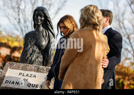 Madrid, Spain. 28th November, 2018. The parents of Diana Quer, Juan Carlos Quer and Diana López-Pinel, and her sister Valeria have attended a very emotional ceremony in the Madrid town of Pozuelo de Alarcón, where a plaza has been inaugurated in homage to the murdered Madrilenian. Credit: Jesús Hellin/Alamy Live News - Stock Photo