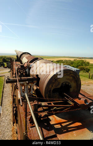 The mounted German railway gun with its barrel pointing towards the English Channel at the Batterei Todt museum  near Audresselles on the Calais/ Boul - Stock Photo