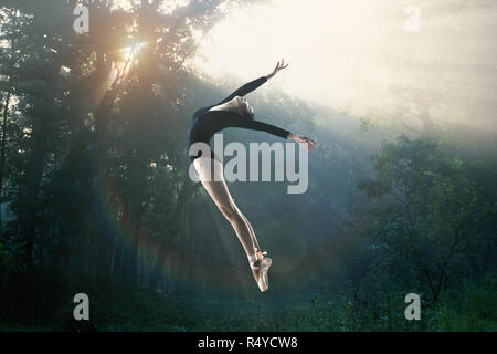 Young women in the dance ballet - Stock Photo