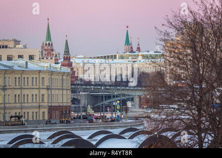 Moscow, Russia. 28th Nov, 2018. MOSCOW, RUSSIA - NOVEMBER 28, 2018: A view of the Prechistenskaya waterfront in central Moscow. Marina Lystseva/TASS Credit: ITAR-TASS News Agency/Alamy Live News - Stock Photo