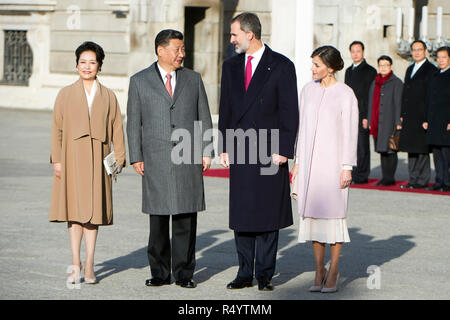 Madrid, Spanien. 28th Nov, 2018. Xi Jinping with wife Peng Liyuan, King Felipe VI. of Spain and Queen Letizia of Spain at the official opening of the Chinese President at the Palacio Real. Madrid, 28.11.2018 | usage worldwide Credit: dpa/Alamy Live News - Stock Photo