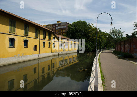 Italy, Lombardy, Milan, Martesana canal, connects the river Adda with Milan. - Stock Photo