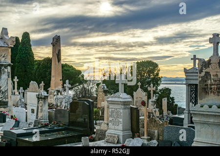 Castle cemetery (cimetiere du chateau) graveyard and statues Nice France - Stock Photo
