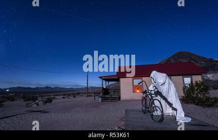 Creepy ghost sculpture installation in Rhyolite, Nevada - Stock Photo