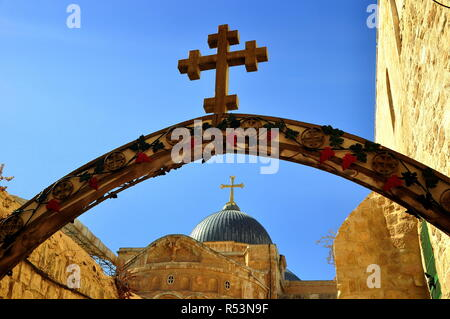 jerusalem - arch with cross at the 9th station of via dolorosa  here jesus fell for the third time - Stock Photo