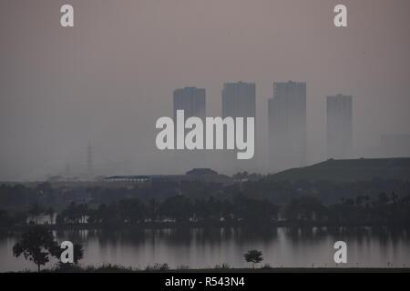 Salt Lake city, Kolkata, India. 29th November, 2018. Burning of garbage in the open causes choking smog at Dhapa dumping ground at the Kolkata metropolitan area in India at winter. Credit: Biswarup Ganguly/Alamy Live News - Stock Photo