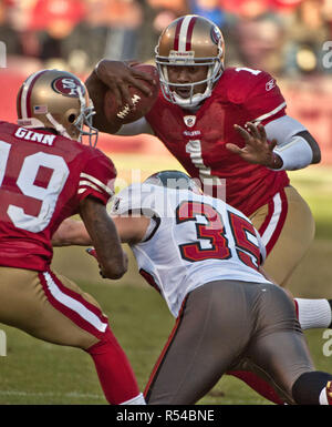 San Francisco, California, USA. 21st Nov, 2010. San Francisco 49ers quarterback Troy Smith (1) try to avoid Tampa Bay Buccaneers safety Cody Grimm (35) on Sunday, November 21, 2010 at Candlestick Park, San Francisco, California. Buccaneers defeated the 49ers 21-0. Credit: Al Golub/ZUMA Wire/Alamy Live News - Stock Photo