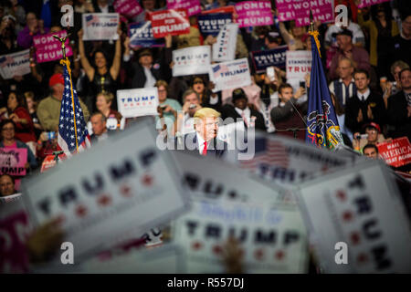 Presidential hopeful Donald J. Trump (R-Ny) campaigns at the Giant Center in Hersey, Pennsylvania. - Stock Photo