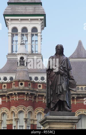 Statue of renowned scientist, Sir Isaac Newton in Grantham town centre, Lincolnshire,England, UK - Stock Photo