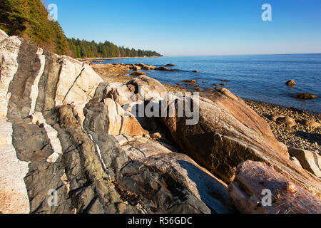 Diabase dike intrusion, Browning Beach, Sechelt, British Columbia, Canada - Stock Photo