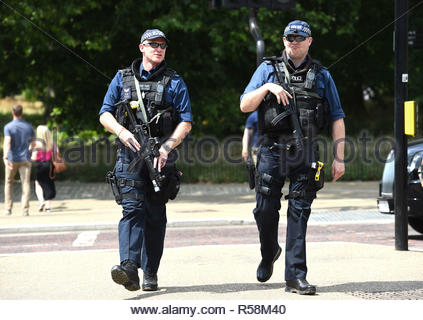 File photo dated28/6/2018 of armed police officers on patrol in Hyde Park, London. Scotland Yard has denied reports they are considering routine deployments of armed foot patrols in London's crime hot spots to stop gang violence. - Stock Photo