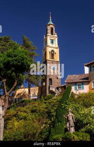 Statue and tower in the italianate village of Portmeirion, North Wales - Stock Photo