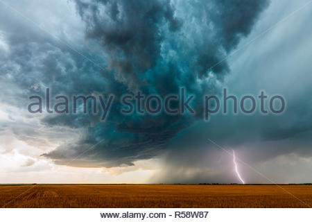 A developing supercell that later became tornado-warned, spins west of the town of Boise City, Cimarron County, Oklahoma, USA on June 22nd 2018 - Stock Photo