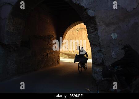 27-02-15, Marrakech, Morocco. Street scenes in the medina. Photo © Simon Grosset - Stock Photo