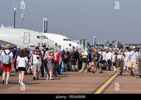Aviation enthusiasts at the Royal International Air Tattoo, RIAT, RAF Fairford airshow. The largest event of its type in the world. Cotswolds. People - Stock Photo