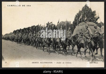 'Campagne de 1914 - Armee Allemande - defile de uhlans.' A postcard dated 28 December 1914, sent to a French address. the picture shows a line of German Uhlans (lancers). 28-Dec-14. Source: Pte.coll.pstcard 6 (private collection). Language: French. - Stock Photo