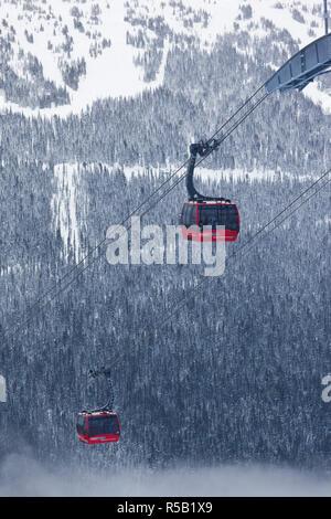 Canada, British Columbia, Whistler, Peak 2 Peak Gondola between Whistler and Blackcomb Mountains - Stock Photo