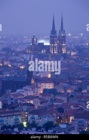 France, Puy-de-Dome Department, Auvergne Region, Clermont-Ferrand, city overview with Cathedrale-Notre-Dame from Parc de Monjuzet - Stock Photo