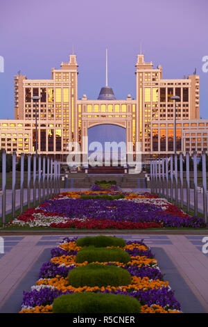 Kazakhstan, Astana, Nurzhol Bulvar - KazMunaiGas building home to the Oil and Gas Ministry - Stock Photo