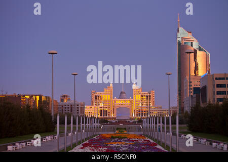 Kazakhstan, Astana, Nurzhol Bulvar - KazMunaiGas building home to the Oil and Gas Ministry, to the right is the Transport and Communications building - Stock Photo