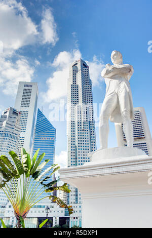 Sir Stamford Raffles Statue, founder of Singapore, Singapore - Stock Photo