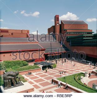 British Library Piazza. [Photographs of the British Library building at St. View of the British Library Piazza. The statue of 'Newton' after William Blake, 1995 by Eduardo Paolozzi, can be seen on the left. The Poet's circle can be seen on the right. By Anthony Gormley.  Image taken from [Photographs of the British Library building at St.Pancras]. . - Stock Photo