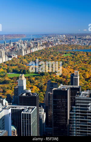 USA, New York City, Manhattan,  View of Uptown Manhattan and Central Park from the viewing deck of the Rockefeller Center - Stock Photo