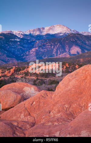 USA, Colorado, Colorado Springs, Garden of the Gods with view of Pikes Peak, dawn - Stock Photo
