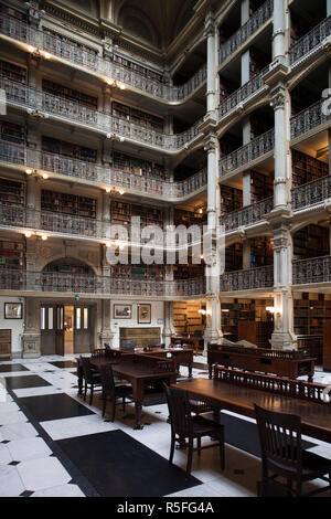 USA, Maryland, Baltimore, library at the Peabody Institute at Johns Hopkins University - Stock Photo