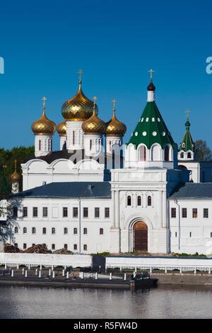 Russia, Kostroma Oblast, Golden Ring, Kostroma, Monastery of St. Ipaty and Kostroma River - Stock Photo