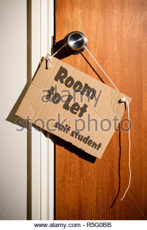 Room to Let suit student written on a makeshift sign hanging on the door handle, Dorset, England - Stock Photo