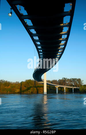 USA, Nebraska, Omaha, Bob Kerrey Pedestrian Bridge, Foot Bridge,  Missouri River, Connecting Omaha With Council Bluffs, Iowa - Stock Photo