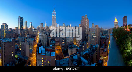 USA, New York, New York City, Manhattan, Midtown Manhattan, elevated dusk view towards the Empire State Building - Stock Photo
