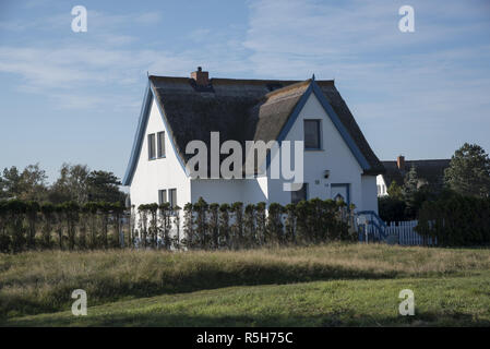 Neuendorf is the southernmost village on Hiddensee island in the Baltic Sea west of Germany's largest island Rügen.  Neuendorf liegt weit im Süden der - Stock Photo
