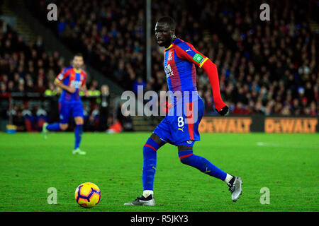 London, UK. 1st December 2018. Cheikhou Kouyate of Crystal Palace in action. Premier League match, Crystal Palace v Burnley at Selhurst Park in London on Saturday 1st December 2018.  this image may only be used for Editorial purposes. Editorial use only, license required for commercial use. No use in betting, games or a single club/league/player publications. pic by Steffan Bowen/Andrew Orchard sports photography/Alamy Live news - Stock Photo