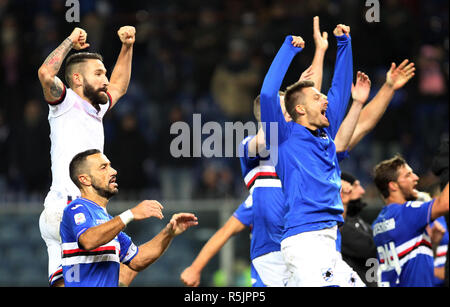 "Foto LaPresse - Tano Pecoraro 01 12 2018 Genova - (Italia) Sport Calcio Sampdoria vs Bologna Campionato di Calcio Serie A TIM 2018/2019 - Stadio ""Luigi Ferraris"" nella foto: esultanza finale  Photo LaPresse - Tano Pecoraro 01 December 2018 City Genova - (Italy) Sport Soccer Sampdoria vs Bologna Italian Football Championship League A TIM 2018/2019 - ""Luigi Ferraris"" Stadium in the pic: esultanza finale - Stock Photo"
