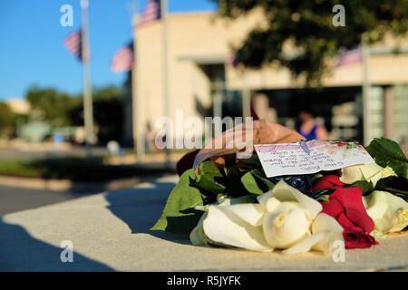 College Station, Texas, USA. 1 Dec., 2018. Flowers left outside the George Bush Presidential Library in honor of former President George H.W. Bush who died Nov. 30, 2018 at the age of 94. Stock Photo