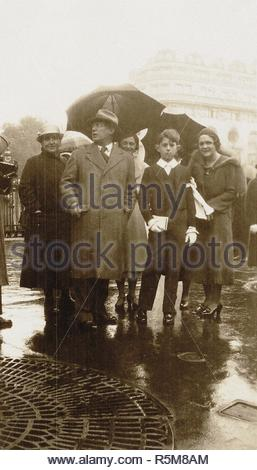 Gertrude Stein, Pablo Picasso, Olga Khokhlova and Paulo, Paris. Museum: Musée Picasso, Paris. Author: ANONYMOUS. - Stock Photo
