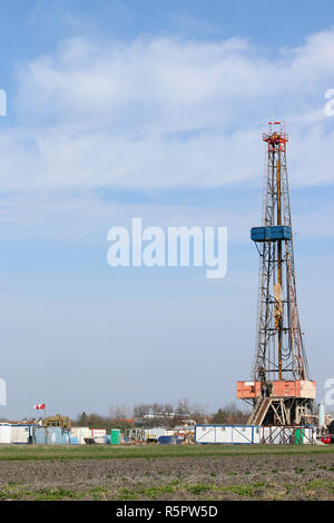 Land oil drilling rig worksite - Stock Photo