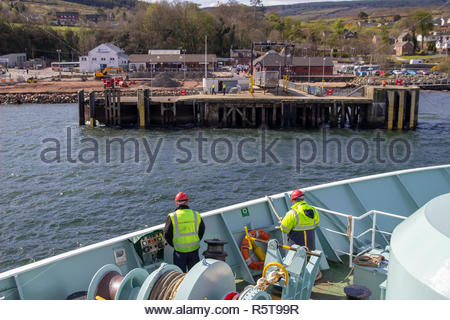 Ferry arriving in Brodick on the Isle of Arran, in the Firth of Clyde, Scotland, UK. - Stock Photo