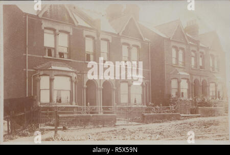 * Vintage Photographic Postcard of Leighton Avenue, Leigh-On-Sea, Essex, England. - Stock Photo