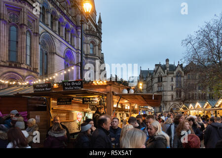 02 December 2018, Manchester Christmas Market, Albert Square.  A stall selling mulled wine & beer to festive shoppers in front of the Town Hall. - Stock Photo