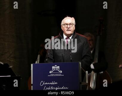 Berlin, Germany. 02nd Dec, 2018. Federal President Frank-Walter Steinmeier in front of the Brandenburger Tor. On Sunday evening, December 2, 2018, Hanukkah will begin this year. The Jewish Education Center Chabad Berlin begins this eight-day Jewish festival of lights at the Brandenburger Tor. Credit: SAO Struck/Alamy Live News - Stock Photo