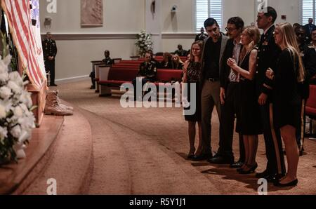 Family members of Maj. Gen. Francisco A. Espaillat pay their respects to their recently deceased husband, father and mentor during a memorial service conducted in his honor April 14, 2017, at First United Methodist Church in Oviedo, Fla. Espaillat, the former commanding general of the 143d Sustainment Command (Expeditionary), died April 7 while conducting personal physical training in Ft. Bragg, N.C. Hundreds of Soldiers who once served with Espaillat joined his family to express their condolences and pay their respects for a Soldier whose 35-year career spanned multiple commands across Europe - Stock Photo