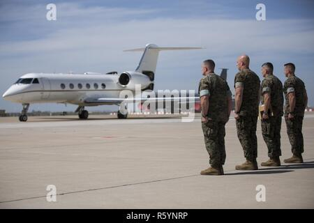 (From left to right) Sergeants Major John J. Elliot and Matthew A. Putnam, and Colonels Sean M. Salene and Daniel Q. Greenwood, stand at attention as Maj. Gen. Niel Nelson's plane taxis on Moron Air Base, Spain, April 16, 2017. Maj. Gen. Nelson, Commander of Marine Corps Forces Europe and Africa, arrived to attend the Special Purpose Marine Air-Ground Task Force-Crisis Response-Africa, transfer of authority ceremony the following day. - Stock Photo