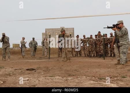 Tifnit Morocco U S Army Soldiers Interact With Royal Moroccan Soldiers After The Opening Ceremony Of Exercise African Lion 17 April 19 2017 Various Units From The U S Armed Forces Will Conduct