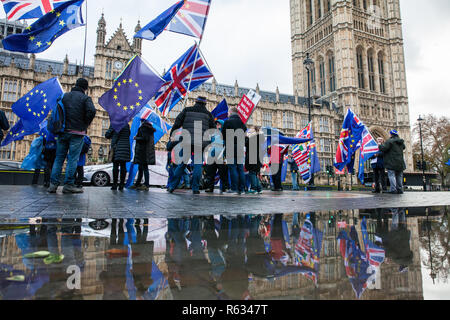 London, UK. 3rd December, 2018. Pro-EU campaigners from SODEM (Stand of Defiance European Movement) protest opposite Parliament in advance of the Attorney General's statement in the House of Commons. Credit: Mark Kerrison/Alamy Live News - Stock Photo