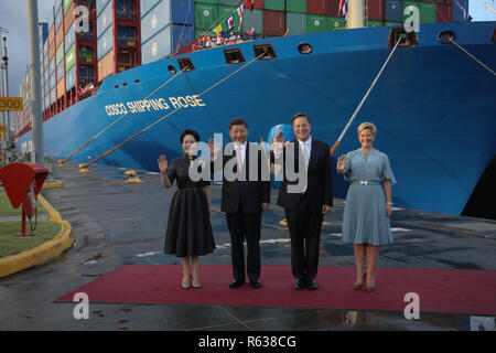 Panama City, Panama. 03rd Dec, 2018. China's President Xi Jinping (2nd from left) and China's First Lady Peng Liyuan (left) are standing with Panama's President Juan Carlos Varela and his wife Lorena Castillo at the Cocoli locks in the Panama Canal. China's head of state and party Xi Jinping was the first president of the People's Republic of Panama to visit. Credit: Mauricio Valenzuela/dpa/Alamy Live News - Stock Photo